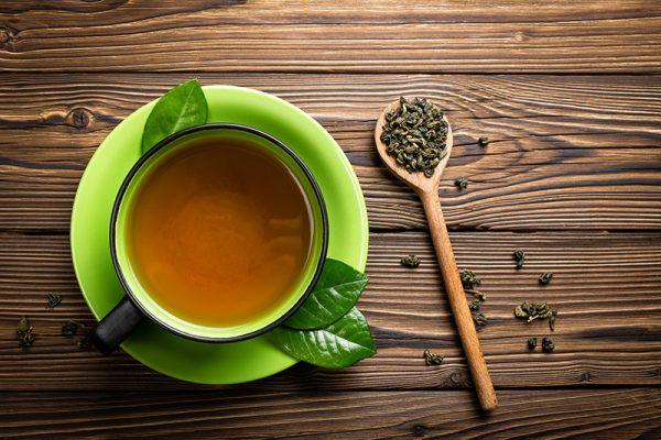 Pha nước trà làm trà sữa