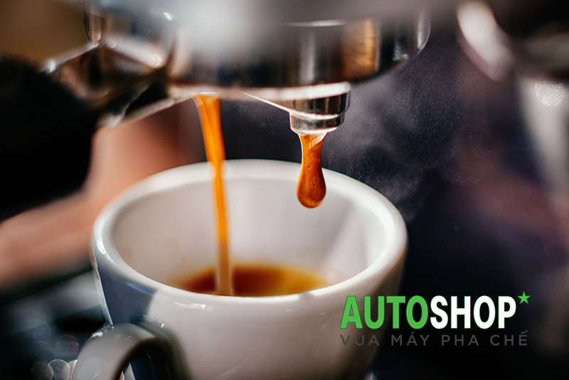 So-sánh-cà-phê-Espresso-và-cà-phê-ủ-nước-nóng